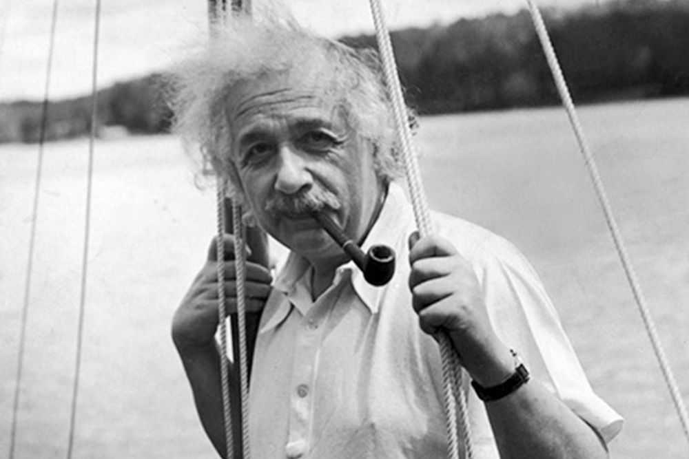 Einstein On Sailboat Billard Smoke Pipe