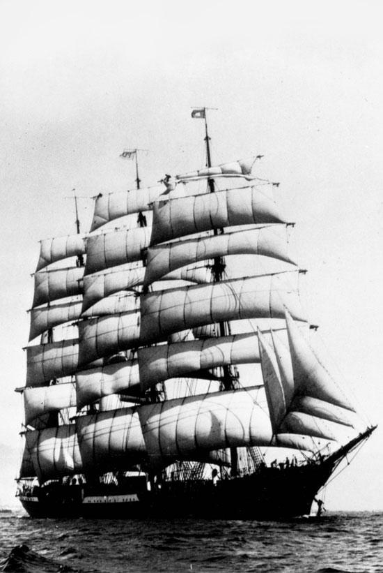 The Peking in full sail
