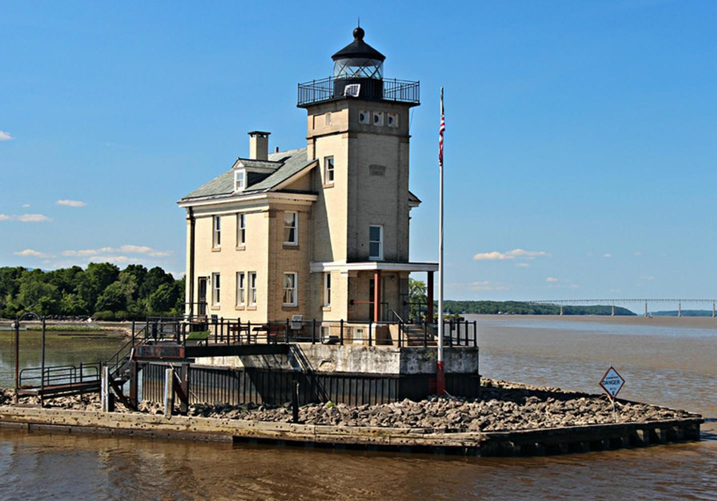 Rondout Creek Lighthouse Post